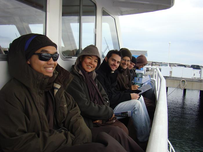 phapho-monastics-whalewatching